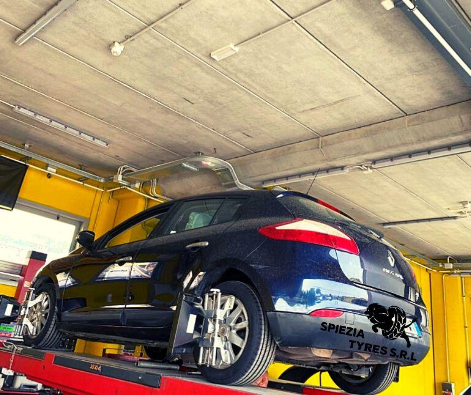 intervento per convergenza ruote auto